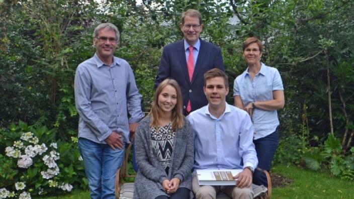 hinten vlnr) Thomas Tyzler, Gero Storjohann ,Nicola Burmester-Tyzler, Freundin Amelie Modi und Timon Tyzler.